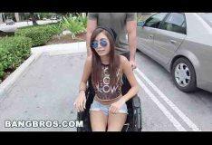 Mulher cadeirante fazendo sexo