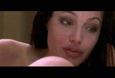 Angelina Jolie nua mostrando a buceta