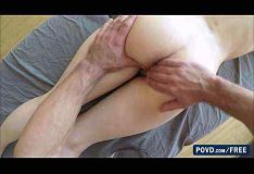 Massageando a buceta da namorada
